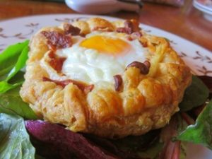 puff pastry with bacon and egg